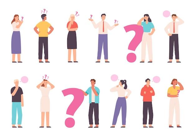 Rozważni ludzie zastanawiają się, rozwiązują problemy i myślą ze znakami zapytania. koncepcja wyboru lub decyzji z pytaniem wektor zestaw znaków. niepewny młody mężczyzna i kobieta wybierają drogę