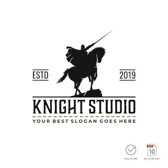 Rycerz w stylu vintage do projektowania logo studia filmowego