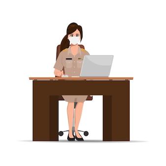 Rząd tajskich nauczycieli w bangkoku w tajlandii pracuje z laptopem. nowy rządowy charakter normalnego stylu życia.