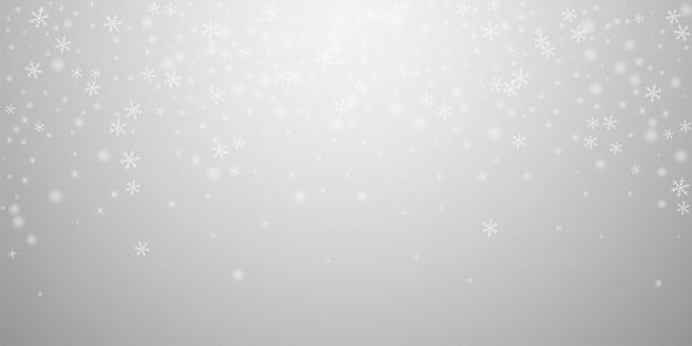 Rzadki rozjarzony śnieg boże narodzenie tło. subtelne latające płatki śniegu i gwiazdy na jasnoszarym tle. rzeczywisty szablon nakładki srebrny śnieżynka zima. ilustracja wektorowa elegancki.