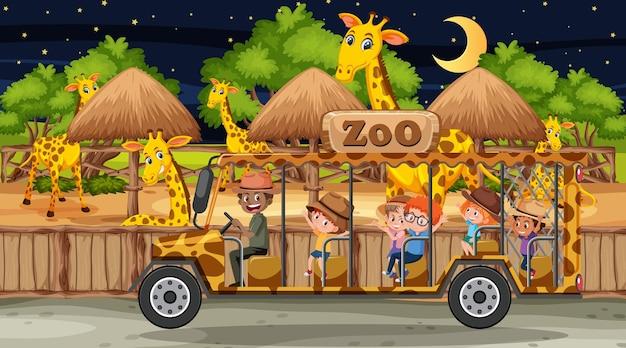 Safari nocą z wieloma dziećmi oglądającymi grupę lampartów