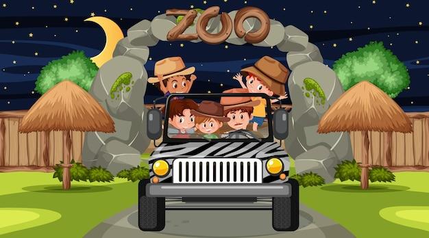 Safari nocą z wieloma dziećmi w samochodzie jeep