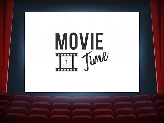Sala kinowa z białym ekranem