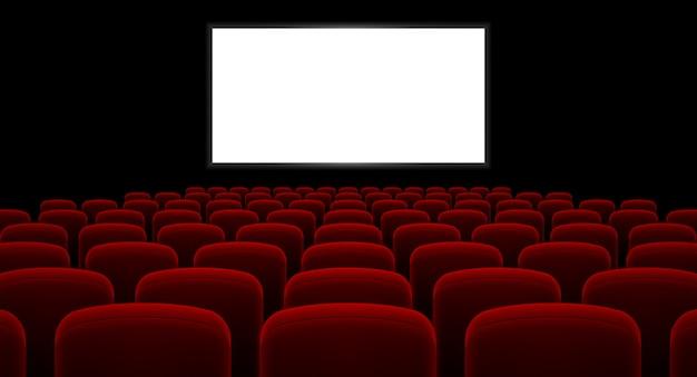 Sala kinowa z pustym ekranem