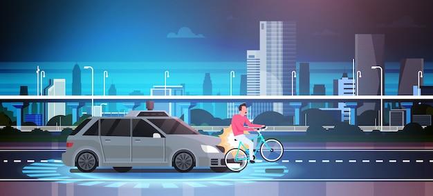 Samochód hit człowiek na rowerze na drodze nad miastem