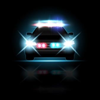 Samochód policyjny z rozbłyskami reflektorów i syreną na drodze w nocy. specjalne wiązki światła w kolorze czerwonym i niebieskim
