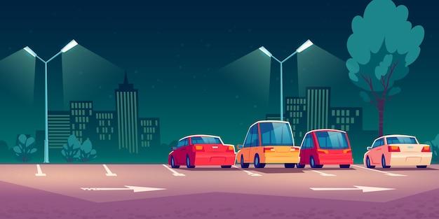 Samochody na parking przy ulicy miasta w nocy