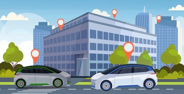 Samochody z lokaci szpilką na drogowym online rozkazuje taxi udostępniania samochodu pojęcia transportu mobilnym carsharing usługa nowożytnego miasta pejzażu miejskiego tła ulicznym mieszkaniu horyzontalnym