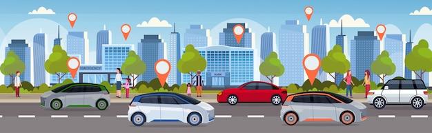 Samochody z lokalizacją szpilka na drodze online rozkazuje taxi dzielenia samochodu pojęcia mobilnego transportu carsharing usługa nowożytnego miasta pejzażu miejskiego tła ulicznego płaskiego horyzontalnego sztandar