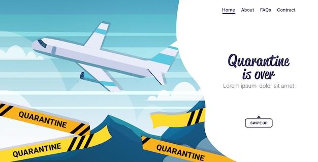 Samolot lecący w przestrzeni powietrznej wycięty żółta taśma kwarantanna koronawirusa jest zakończona pandemią wirusa