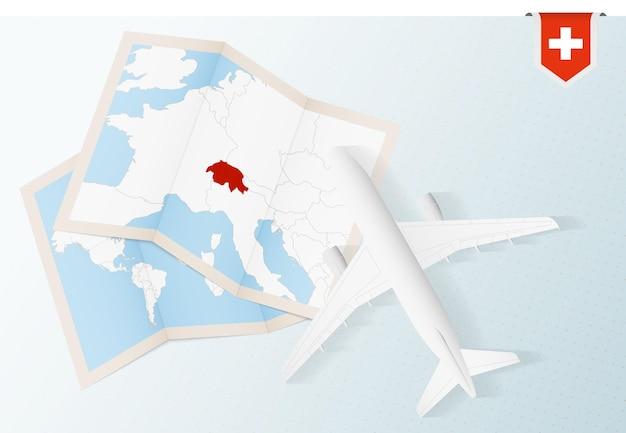 Samolot z mapą i flagą szwajcarii