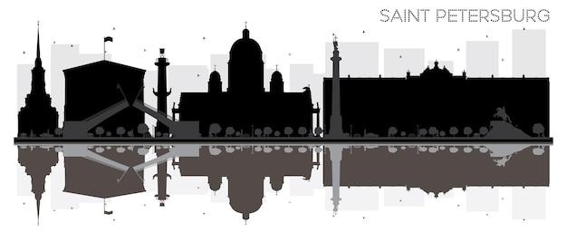 Sankt petersburg city skyline czarno-biała sylwetka z odbiciami. ilustracja wektorowa. prosta koncepcja płaska do prezentacji turystyki, banera, afiszu lub strony internetowej. pejzaż miejski z zabytkami.