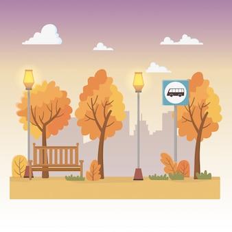Scena parku miejskiego z latarniami i przystankiem autobusowym