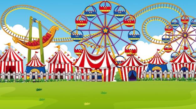 Scena parku rozrywki lub tło z przejażdżkami i namiotami cyrkowymi