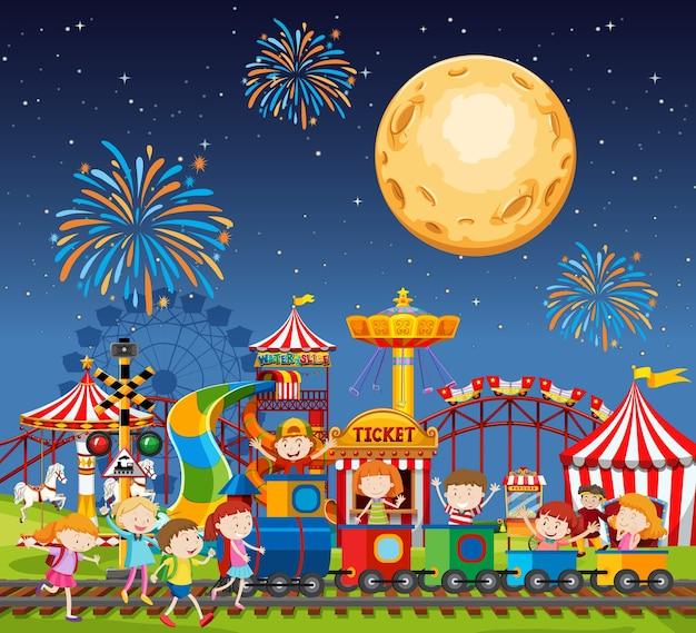 Scena parku rozrywki w nocy z fajerwerkami i księżycem na niebie