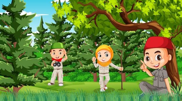 Scena przyrody z muzułmańskimi dziećmi odkrywającymi las?