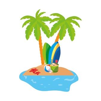 Scena wybrzeża letniego z palmami i deskami surfingowymi