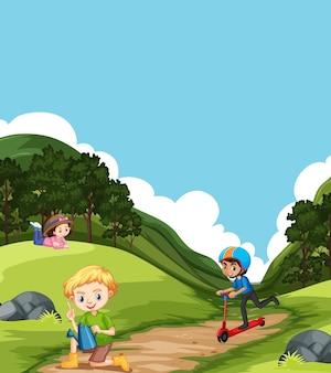 Scena z dziećmi bawiącymi się w parku