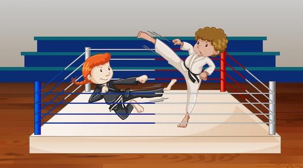 Scena z ludźmi walczącymi na arenie ringu