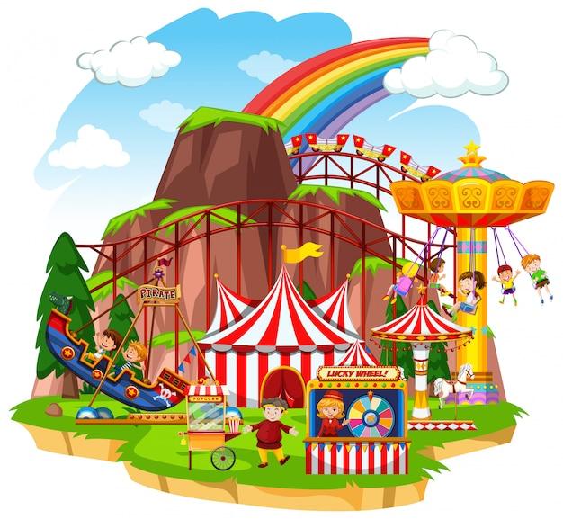 Scena z szczęśliwymi dziećmi bawiącymi się w cyrkowych przejażdżkach