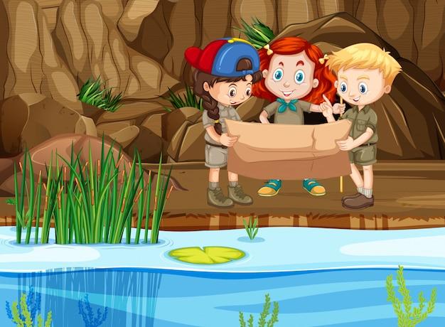 Scena Z Trzema Zwiadowcami Patrząc Na Mapę Nad Rzeką Premium Wektorów