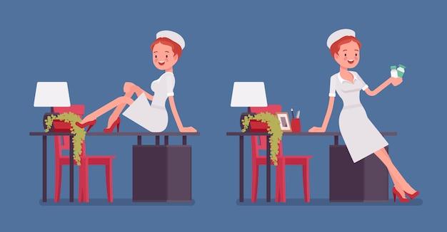 Seksowna pielęgniarka pozuje blisko stołu
