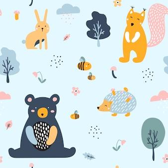 Semless leśny wzór z uroczymi zwierzętami.