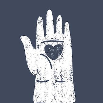 Serce w otwartych kobiecych ludzkich dłoniach