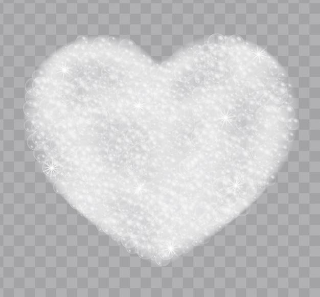 Serce wykonane z piany mydlanej z bąbelkami na przezroczystym tle. realistyczny widok z góry piany do kąpieli
