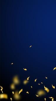 Serpentyny i konfetti. złote serpentyny ze świecidełkami i wstążkami z folii. gradient konfetti na ciemnoniebieskim tle. szablon nakładki na dziwaczne przyjęcie. zadziwiająca koncepcja uroczystości.