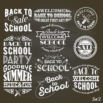 Set rocznika styl z powrotem szkoły sprzedaż i przyjęcie na czarnym chalkboard tle
