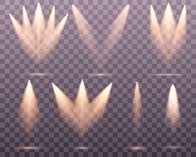 Set złoty światło reflektorów odizolowywający. żółte ciepłe światła. ilustracja. efekt świetlny zestaw izolowanych reflektorów. oświetlenie sceny na przezroczystym tle. kolekcja oświetlenia sceny