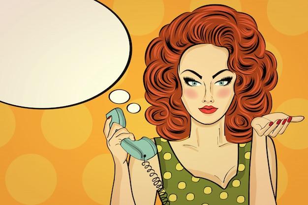 Sexy kobieta pop-artu rozmawia przez telefon retro
