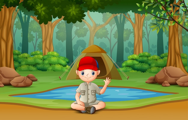 Skaut obozuje w lesie