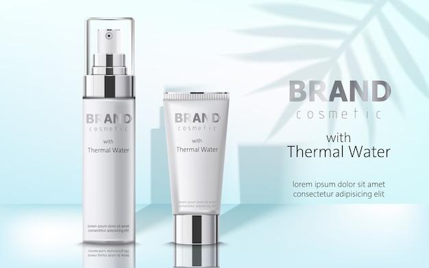 Skład dwóch pojemników z kosmetykami, wodą termalną. miejsce na tekst. realistyczny