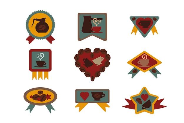 Sklep z kawą lub kawiarnia odznaka wektor zestaw. aromatyczna fasolka i filiżanka napoju energetycznego, narzędzie do parzenia i naklejka z gwiazdką w kształcie serca ozdobiona wstążką. ilustracja kreskówka płaska kawiarnia w stylu retro