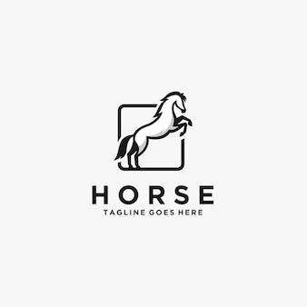 Skok konia z kwadratowym logo w kolorze czarnym.