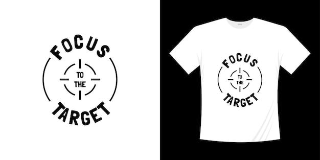 Skoncentruj się na docelowym projekcie koszulki typografii
