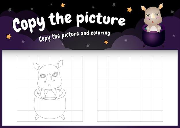 Skopiuj obrazek gry dla dzieci i stronę do kolorowania z uroczym nosorożcem za pomocą kostiumu na halloween