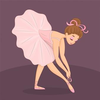 Śliczna balerina wiążąca jej buty