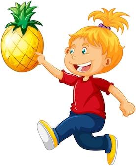 Śliczna dziewczyna trzyma postać z kreskówki ananasa na białym tle