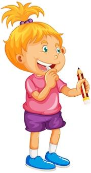 Śliczna dziewczyna trzyma postać z kreskówki ołówka na białym tle