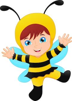 Śliczna dziewczyna ubierał w karnawałowej kostiumowej pszczole