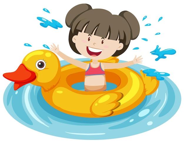 Śliczna dziewczyna z pierścieniem do pływania z kaczką w izolowanej wodzie