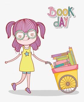 Śliczna dziewczyna z szkłami i furą z książkami