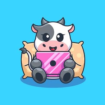 Śliczna krowa grająca w kreskówki laptopa