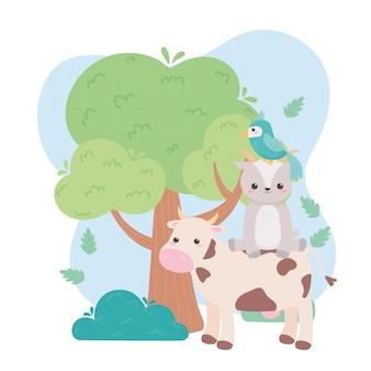 Śliczna krowa z kozą i papugą pozostawia zwierzęta z kreskówek w naturalnym krajobrazie