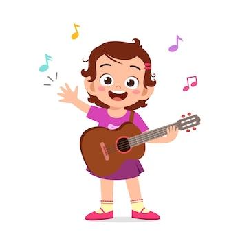 Śliczna mała dziewczynka gra na gitarze na koncercie