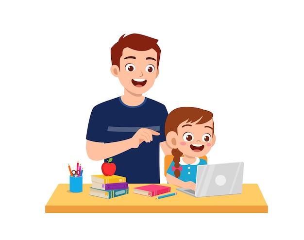 Śliczna mała dziewczynka studiuje razem z ojcem w domu