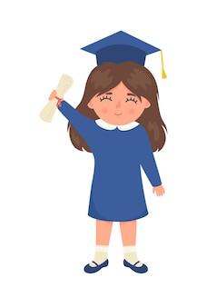 Śliczna mała dziewczynka w kapeluszu z dyplomem ukończenia szkoły